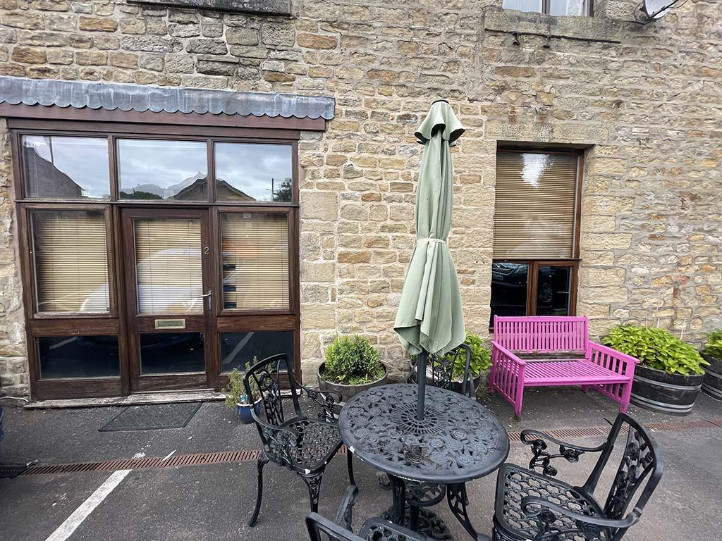 2 bedroom apartment For Sale in Trawden - Property photograph